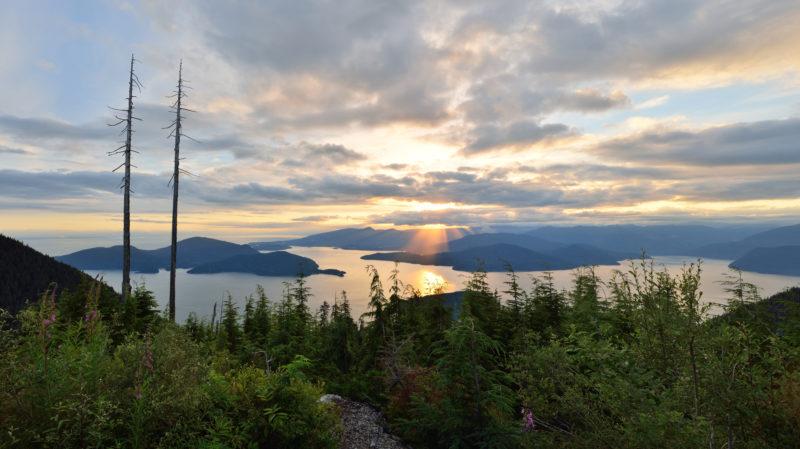 bigstock-Bowen-Lookout-At-Cypress-Mount-141002660-800x449.jpg